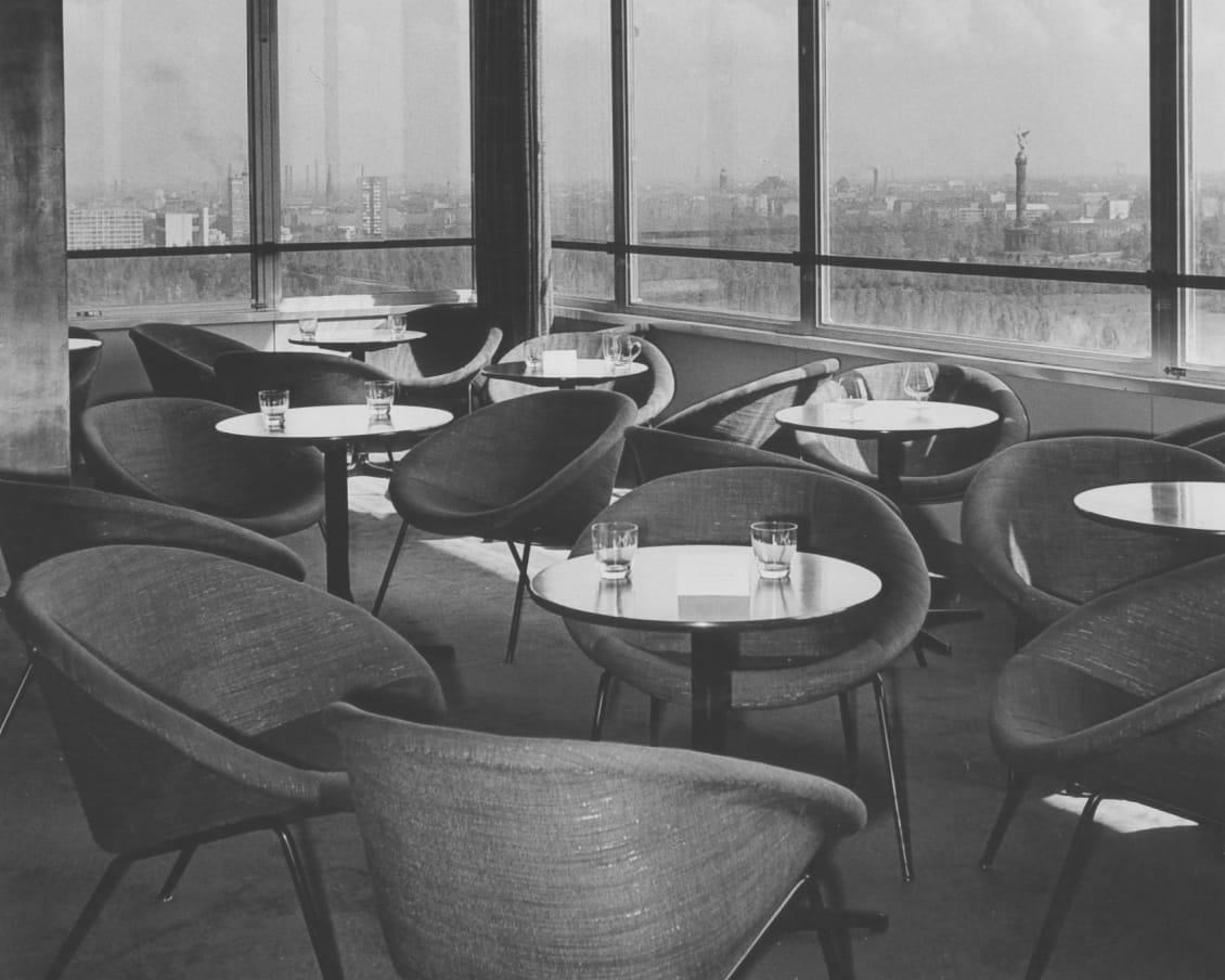 369 armchair in the Hilton Hotel, Berlin, around 1958